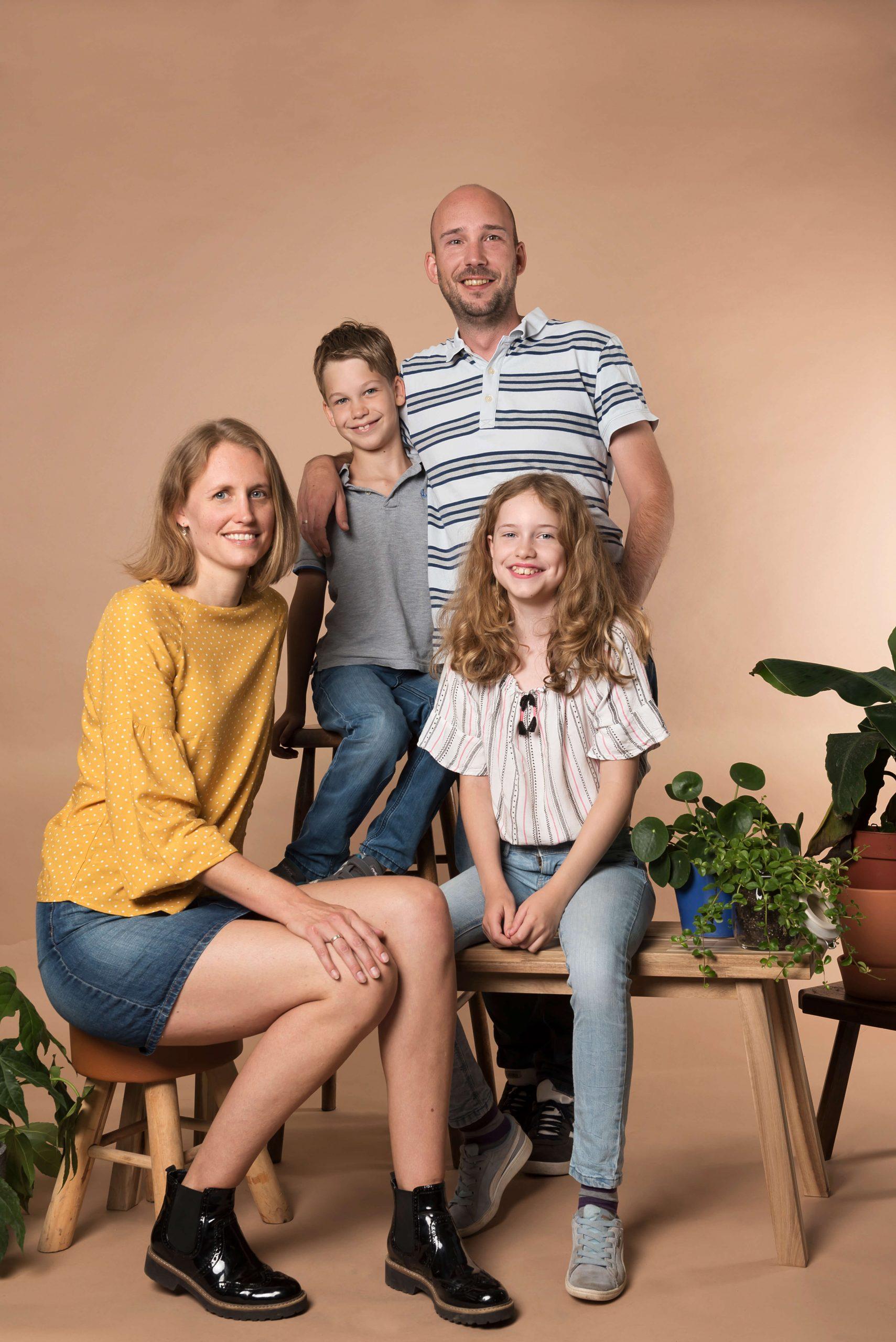 Familie foto planten bankje spontaan