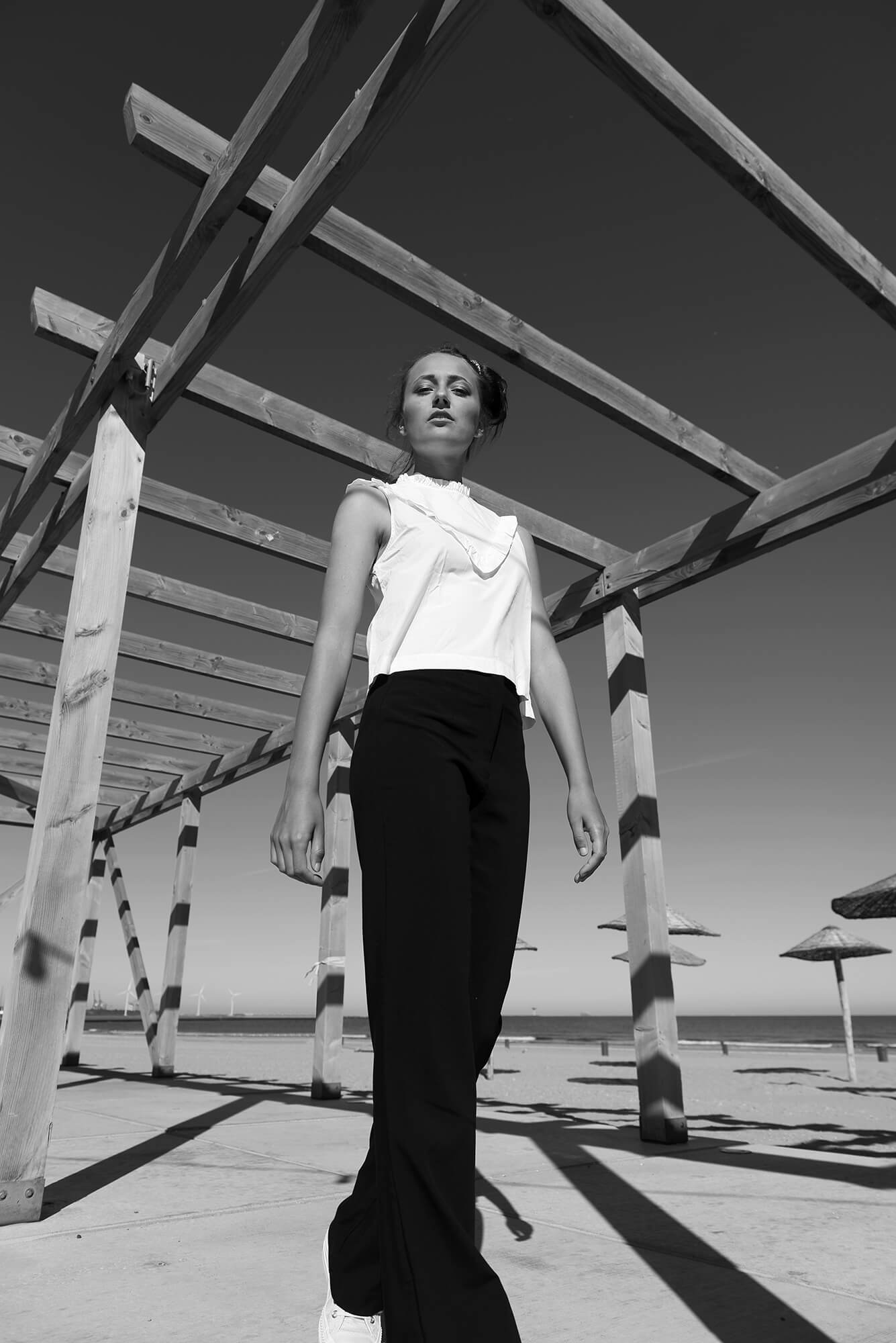 beach shoot zwart wit Model