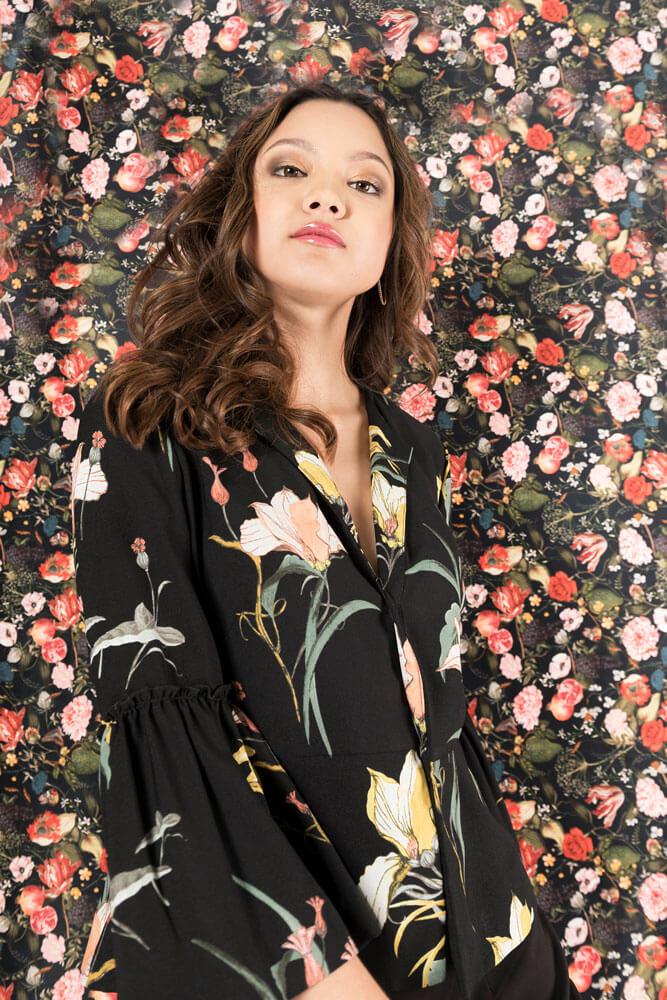 Julie Layers bloemen achtergrond