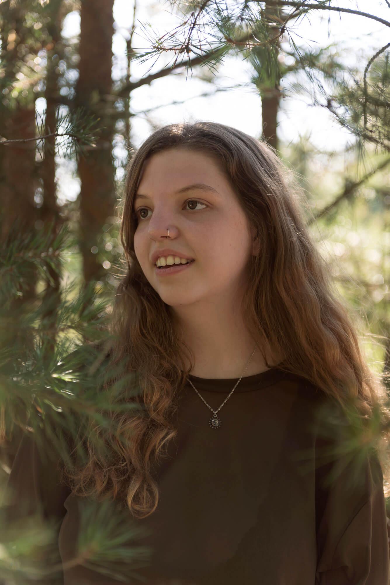 Zakelijke portretten in bos met daglicht